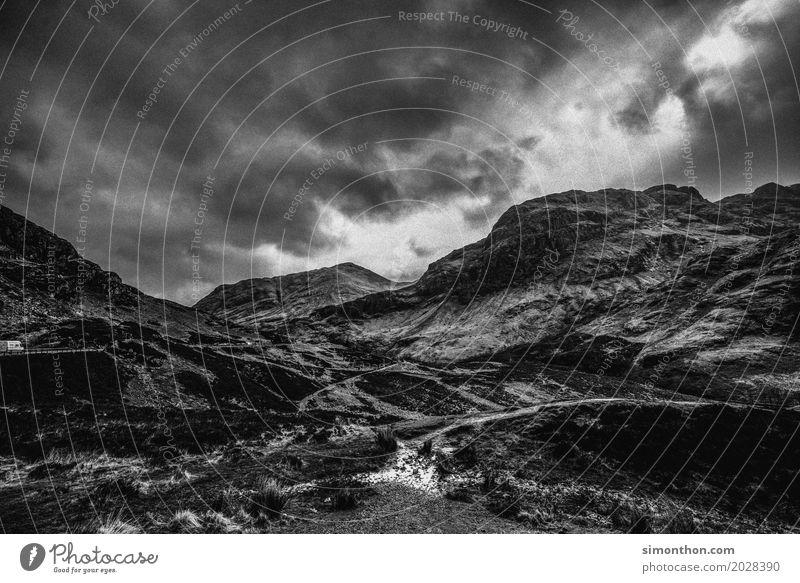 Scotland Umwelt Natur Landschaft Urelemente Wolken Gewitterwolken Klima schlechtes Wetter Unwetter Wind Sturm Regen Felsen Berge u. Gebirge Gipfel ästhetisch