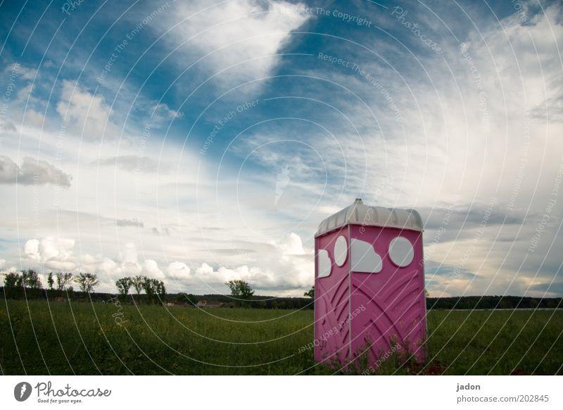 es gibt orte Wolken Feld Kunststoff eckig rosa Reinlichkeit Sauberkeit Toilette Außenaufnahme Menschenleer Textfreiraum oben Miettoilette Umweltschutz