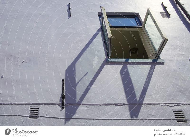 *200* Aussicht aufs Mehr :-) blau Wand oben Fenster Mauer Fassade offen violett Fensterscheibe eckig Glasscheibe Schattenspiel Fensterrahmen lüften