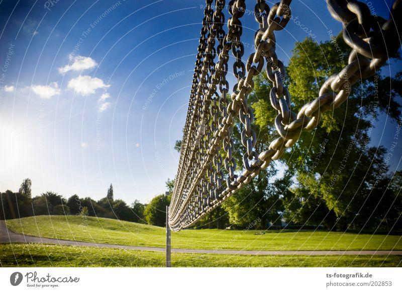 Stahlnetz Himmel blau Baum Sommer Wolken Wiese Sport Frühling Wege & Pfade Gras Metall Linie Park Netzwerk Hügel Schönes Wetter