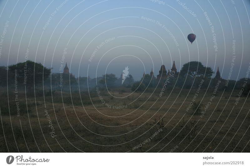 morgenstimmung in bagan Natur Ferien & Urlaub & Reisen dunkel Landschaft Religion & Glaube Nebel Umwelt fliegen Tourismus Asien Ballone Sehenswürdigkeit Tempel Myanmar Morgen Nebelschleier