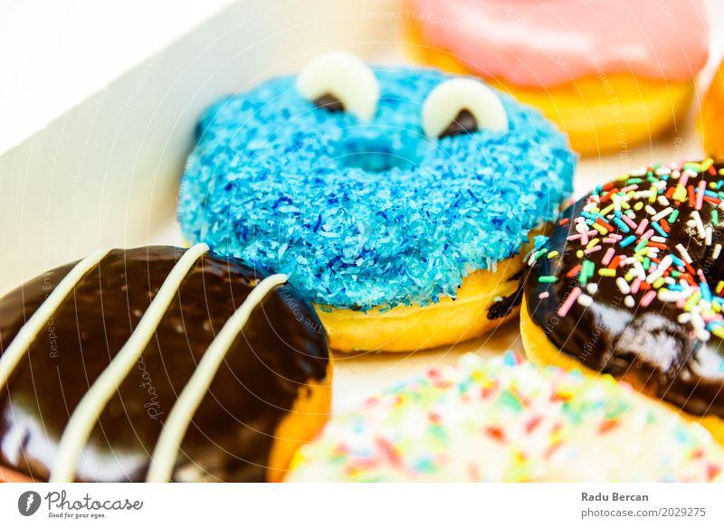 Lustige bunte Donuts im Kasten Lebensmittel Teigwaren Backwaren Dessert Süßwaren Schokolade Ernährung Essen Fastfood Fressen füttern frisch lecker lustig