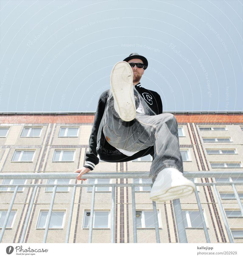 kick it Mensch Himmel Mann Jugendliche Freude Erwachsene springen Stil Mode Freizeit & Hobby maskulin Lifestyle Coolness Jeanshose 18-30 Jahre