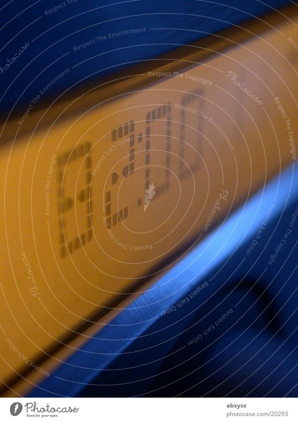 Digital Display gelb HiFi Makroaufnahme Nahaufnahme Technik & Technologie digits Ziffern & Zahlen blau Detailaufnahme Digitalfotografie Aktien Compact Disc