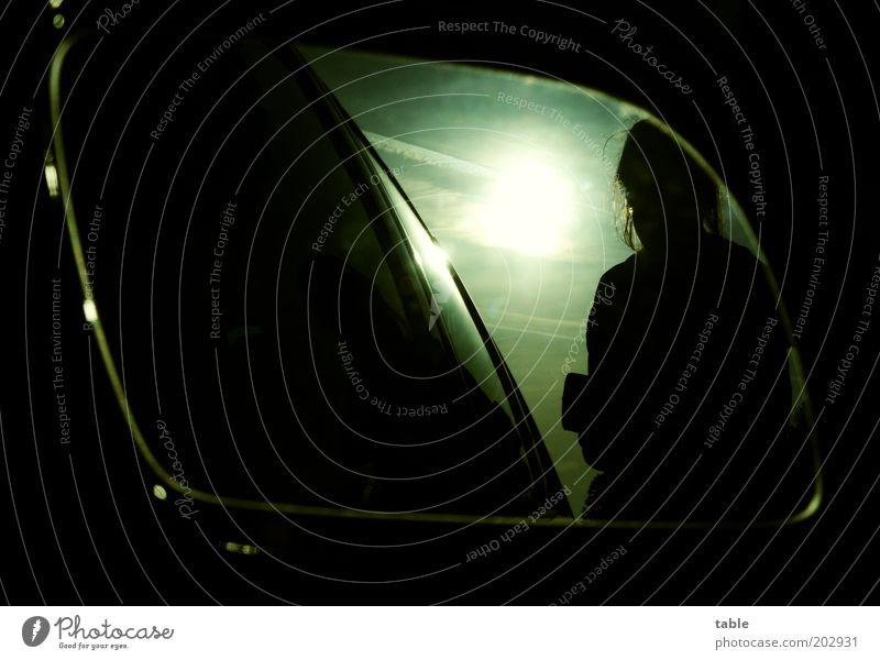 Boxenstop Mensch Himmel Ferien & Urlaub & Reisen schwarz dunkel Freiheit PKW glänzend Ausflug leuchten stehen Lebensfreude Autofahren Fernweh Heimweh Tankstelle