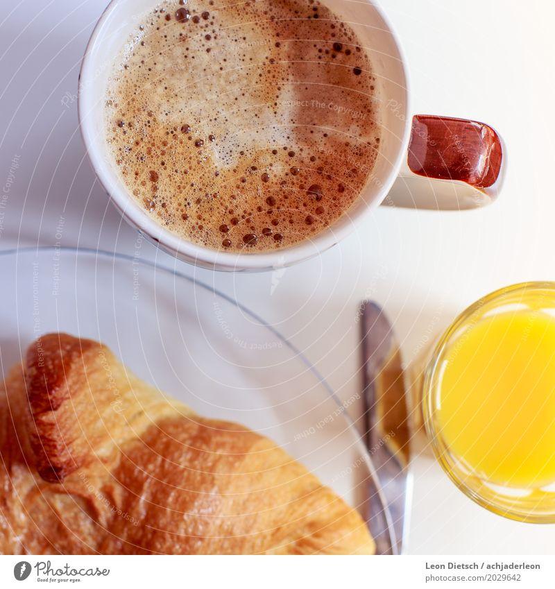 Kaffee, Croissant, Saft weiß gelb Gesundheit Lebensmittel braun Ernährung Orange Glas Freundlichkeit Getränk Kaffee lecker Frühstück Flüssigkeit Tasse positiv