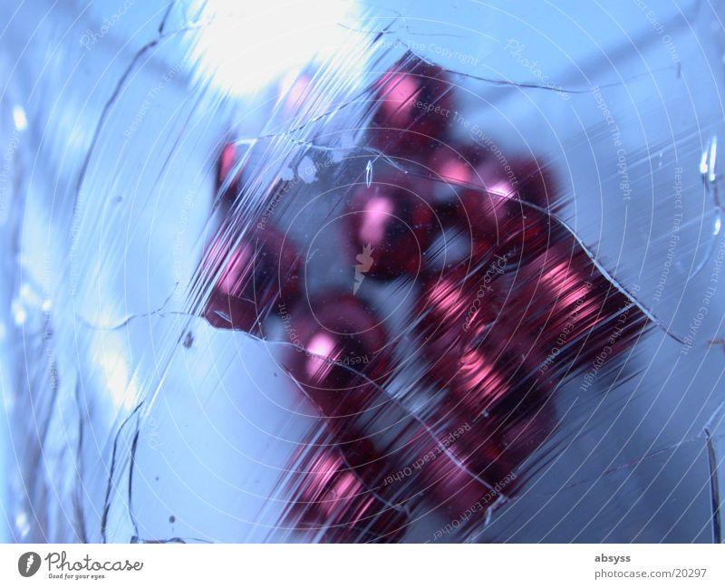 Red Beyond the Blue rot Stil Dinge Makroaufnahme Nahaufnahme Glas Eis Perle blau durchsichtig reflektion