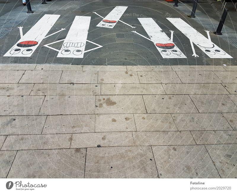 Absturz Kunst Kunstwerk rot schwarz weiß Angst Zebrastreifen Fußgängerübergang Gesicht Panik Straßenkunst Wege & Pfade Fußweg Pflastersteine Gefühle Farbfoto