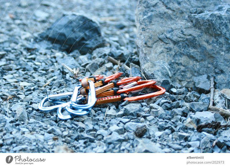 Vorbereitung Natur Sport Stein Kraft Metall Felsen Sicherheit Abenteuer Klettern Alpen Risiko Bergsteigen Gerät Haken Verantwortung achtsam