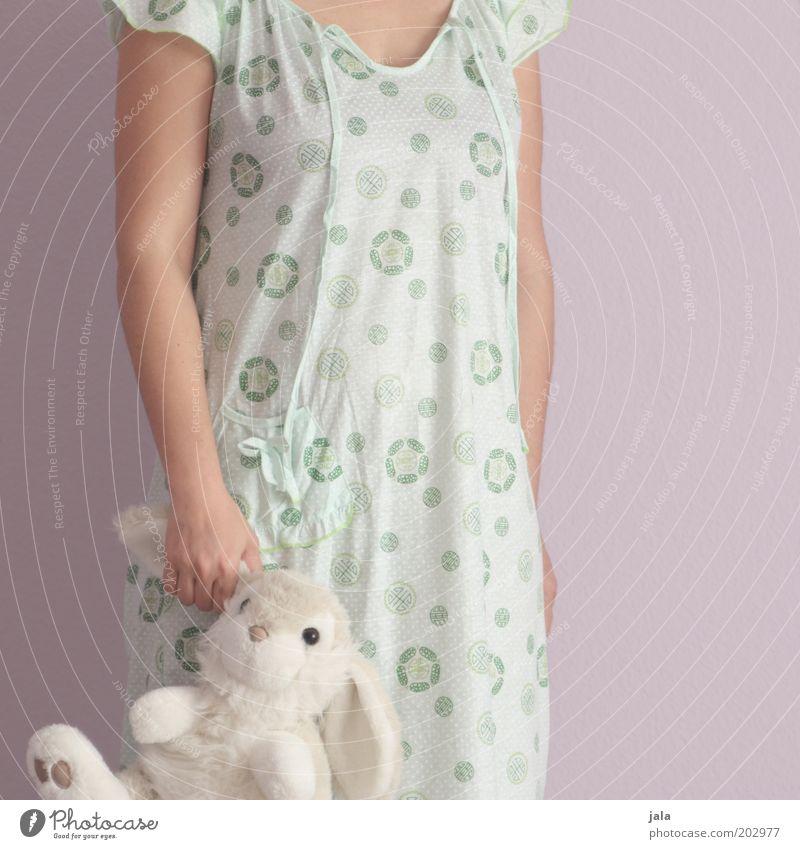 großes kleines mädchen Mensch Frau Jugendliche weiß Junge Frau Einsamkeit Erwachsene Gefühle feminin rosa Kindheit stehen weich Schutz Sicherheit Vertrauen