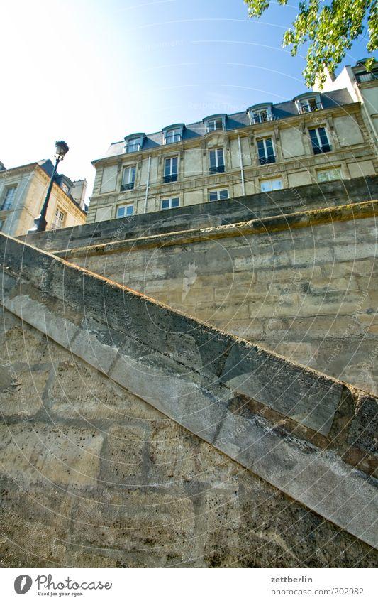 Groß-Leipzig Paris Frankreich Seine Anlegestelle Mole Granit Sandstein Stein Mauer Treppe Haus Fassade Vorderseite Fensterfront Architektur Sonne hell blenden