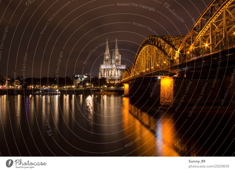 Kölner Dom Ferien & Urlaub & Reisen Architektur Gebäude Deutschland Hochhaus Brücke Bauwerk Sehenswürdigkeit Skyline Wahrzeichen Hafen Denkmal Altstadt