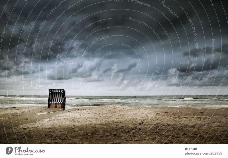setz dich! Natur Wasser Himmel Meer Strand Ferien & Urlaub & Reisen Wolken Einsamkeit Ferne dunkel Sand Landschaft Wind Wetter Horizont Tourismus