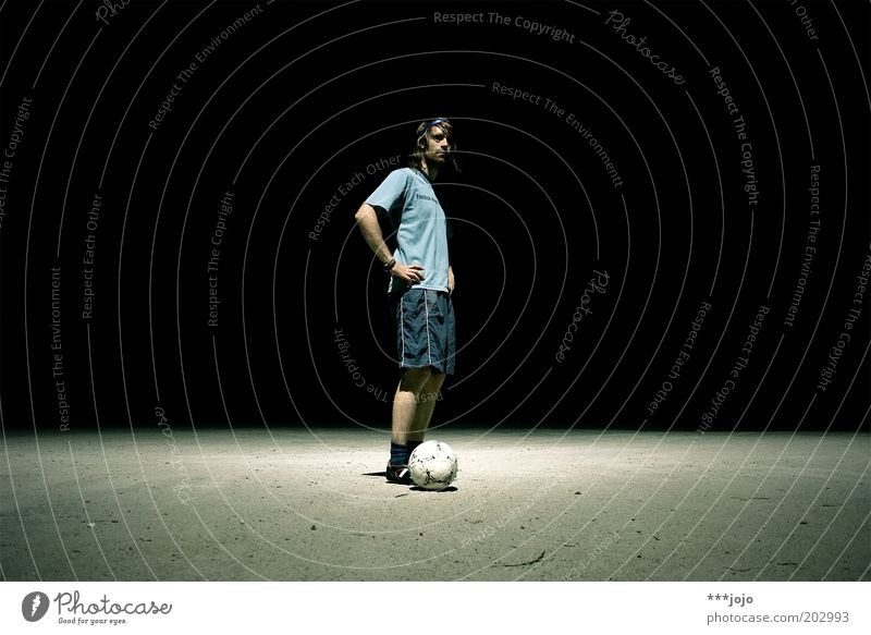 diego armando. Mensch Mann Jugendliche Sport dunkel Spielen Fußball Erwachsene Fußball maskulin Ball Freizeit & Hobby Sportler Fußballer Fußballplatz
