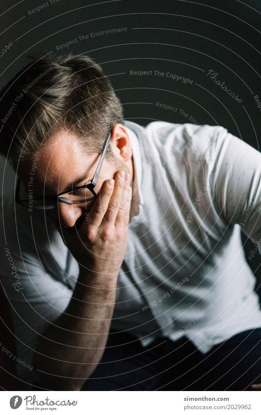 Grübel Business Arbeitslosigkeit maskulin 1 Mensch Traurigkeit Sorge Trauer Tod Liebeskummer Müdigkeit Sehnsucht Enttäuschung Einsamkeit Erschöpfung Reue