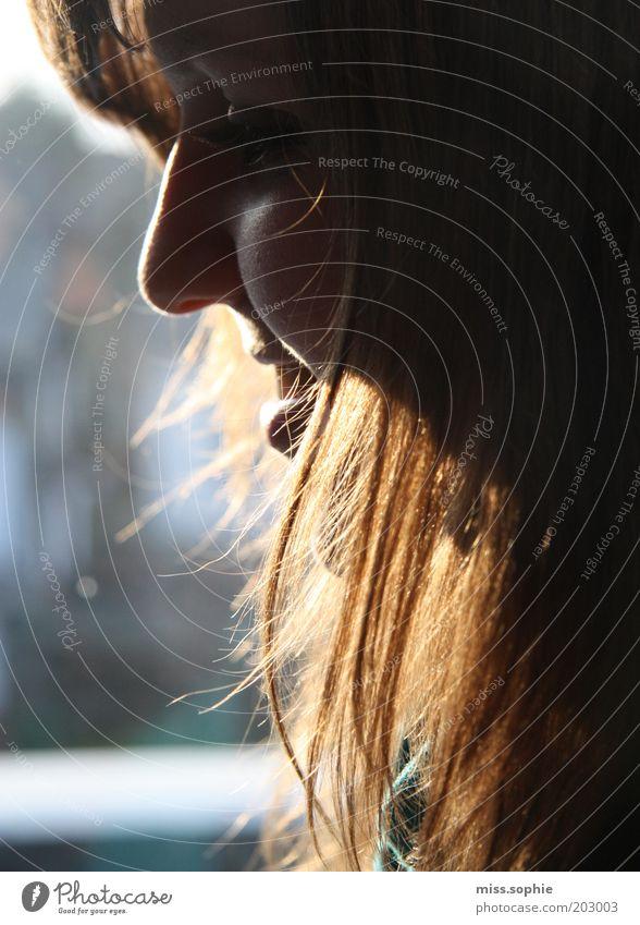 halt mich fest feminin Junge Frau Jugendliche Haare & Frisuren Nase langhaarig Denken glänzend genießen Lächeln lachen leuchten träumen Freundlichkeit