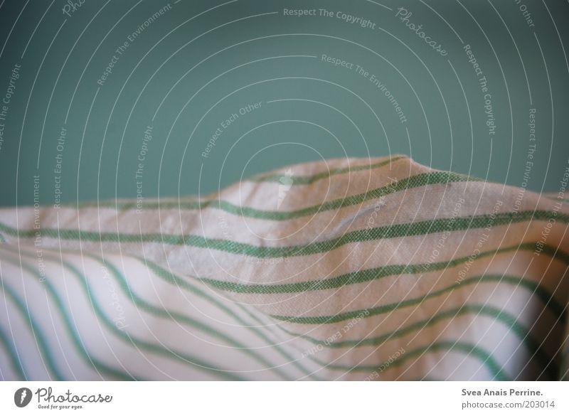 krankenbett. weiß Bettwäsche Decke Stoff Streifen Krankenbett Gedeckte Farben Menschenleer Textfreiraum oben Schlafzimmer