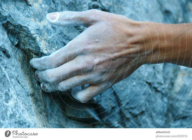 Fingerkraft Teil 2 Mensch Mann Natur Hand Jugendliche Sport Erwachsene Stein Freizeit & Hobby Felsen Abenteuer maskulin Alpen Klettern sportlich 18-30 Jahre
