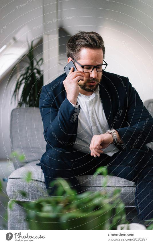 Zeit Lifestyle Reichtum elegant Stil Wohnung Business Unternehmen Karriere Erfolg sprechen Feierabend PDA maskulin 1 Mensch Anzug anstrengen planen Stress Team