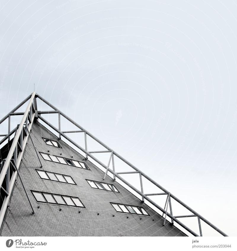 Spitzenaussicht Himmel Haus Bauwerk Gebäude Architektur Fassade Fenster Dach ästhetisch grau Farbfoto Außenaufnahme Menschenleer Tag Stahlkonstruktion