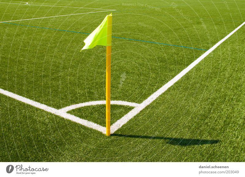 passend zum WM-Tipspiel von photocase Sport Fußball Sportstätten Fußballplatz Stadion gelb grün weiß Sportrasen Fahne Ecke abstrakt Muster Licht Schatten