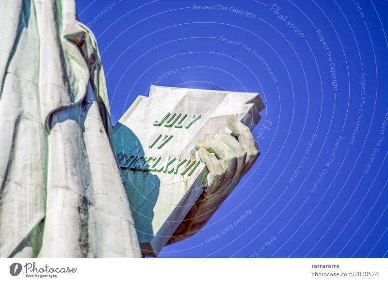 Detail von der Freiheitsstatue, New York Tourismus Sightseeing Hand Finger Buch Erde Himmel Platz Wahrzeichen Denkmal hell neu blau Selbstständigkeit 4 gegen