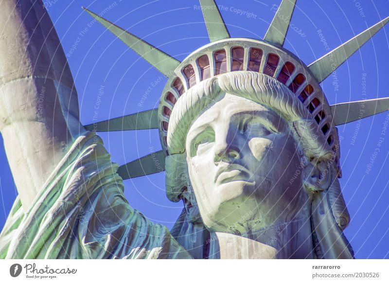 Detail des Freiheitsstatuen in New York Gesicht Ferien & Urlaub & Reisen Tourismus Ausflug Buch Landschaft Himmel Wolken Fluss Hochhaus Architektur Denkmal hoch