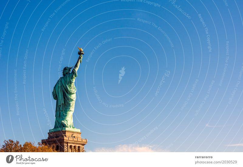 Zurück von der berühmten Freiheitsstatue Himmel Ferien & Urlaub & Reisen alt blau Sommer grün Landschaft Wolken Architektur Tourismus Insel USA historisch neu