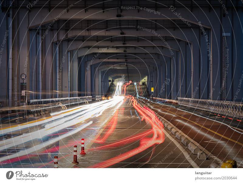 Under the bridge Stadt weiß rot Ferne dunkel Architektur Straße Zeit Verkehr PKW Brücke Bauwerk Sehenswürdigkeit fahren Hauptstadt Asien