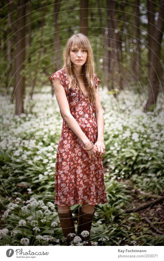 ein fräulein steht im walde... ;) Mensch Natur Jugendliche schön Baum Pflanze ruhig Wald Leben Erholung feminin Stil Frühling Zufriedenheit blond
