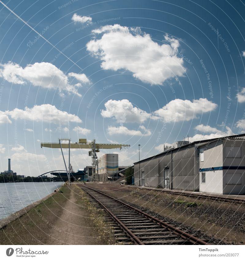 Zementwerk West blau Wolken Güterverkehr & Logistik Industriefotografie Hafen Gleise Frankfurt am Main Produktion Industrieanlage Blauer Himmel industriell