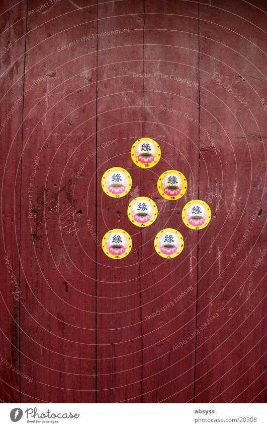 Seven Up Asien China Gebäude rot Symbole & Metaphern Etikett braun Holz Hoffnung Ferien & Urlaub & Reisen entdecken Neugier Außenaufnahme Holzmehl Erfolg Tür