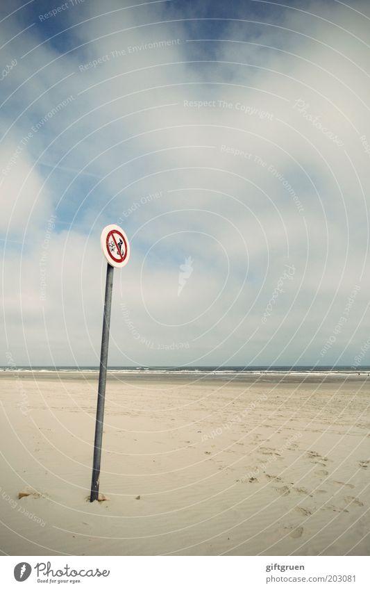 verboten Sommer Umwelt Natur Landschaft Himmel Wolken Horizont Küste Strand Nordsee Langeoog Verkehrszeichen Verkehrsschild Hund Tierpaar Ordnung Verbote