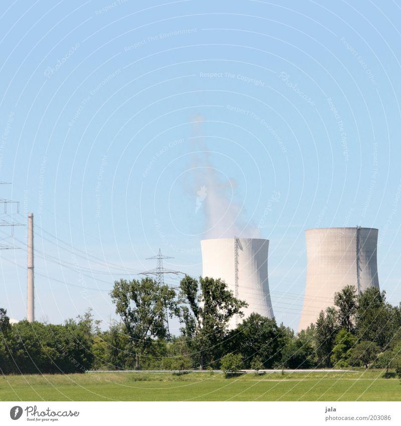 AKW Himmel Baum Wiese Gebäude Feld groß Energie gefährlich bedrohlich Rauch Bauwerk Abgas Wirtschaft Industrieanlage Umweltverschmutzung Stromkraftwerke