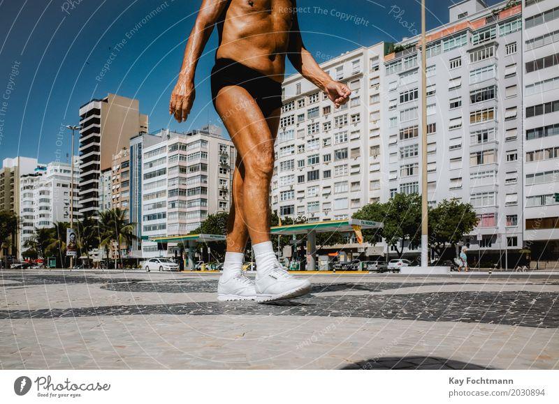 es muss immer weitergehen Mensch Ferien & Urlaub & Reisen Mann Sommer Stadt Erwachsene Wärme Leben Senior Beine Gesundheit Sport Tourismus maskulin Hochhaus