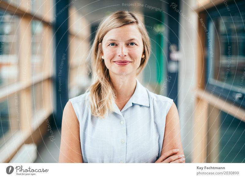 business #2 Mensch Jugendliche Junge Frau schön 18-30 Jahre Erwachsene Leben feminin Business Arbeit & Erwerbstätigkeit Zufriedenheit blond Erfolg Perspektive