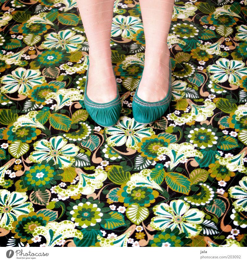 candyflip-walk Frau grün feminin Fuß Schuhe Beine verrückt Mensch retro Bodenbelag wild trashig türkis Teppich Strukturen & Formen Muster