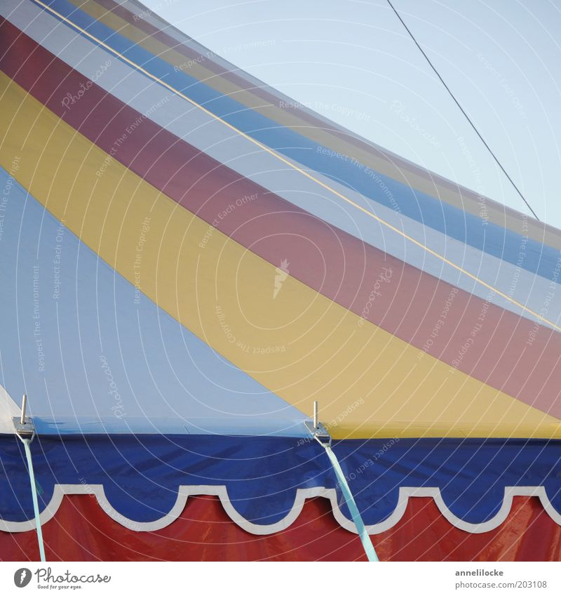 So ein Zirkus! Seil Dach Streifen Kindheit gestreift Zelt Kontrast Kultur Wetterschutz Zirkuszelt Zeltplane
