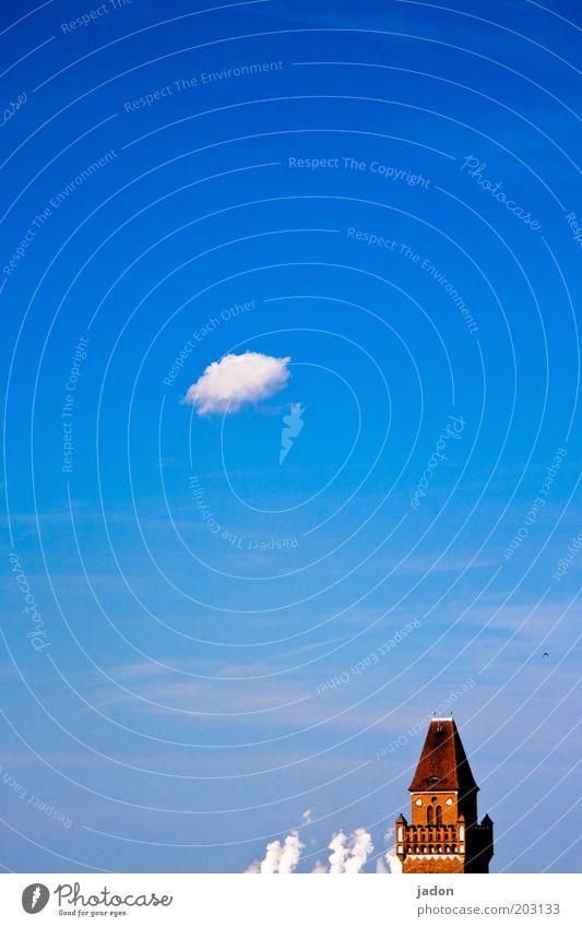 weisser rauch Himmel blau rot Wolken Gebäude Turm Wahrzeichen aufsteigen