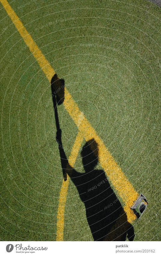 Abseits?? Mensch Jugendliche Erwachsene gelb Linie Arme Fußball 18-30 Jahre Symbole & Metaphern Fahne Sportrasen Vorfreude Stadion Fußballplatz Sportstätten