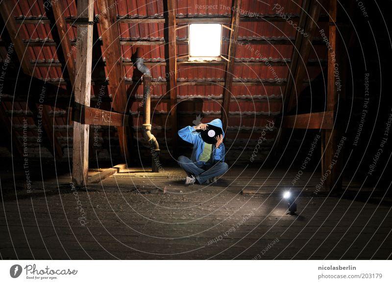 Music makes me lose my head Mensch Jugendliche ruhig Leben Fenster Musik Holz träumen Kunst maskulin sitzen Dach Medien hören Mütze Kreativität
