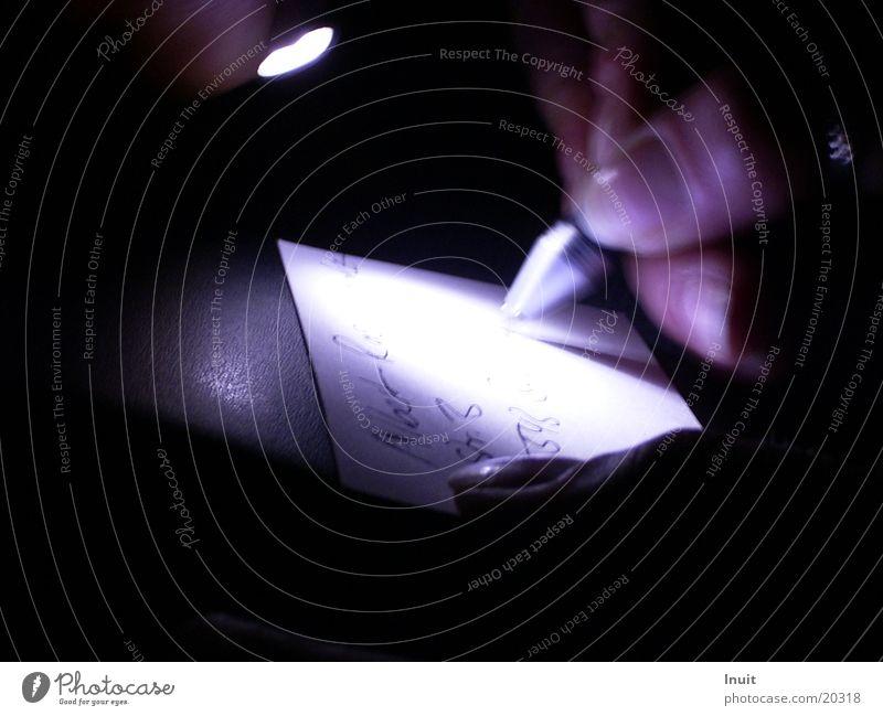 Nur mal eben schnell notiert Schreibstift Zettel Taschenlampe