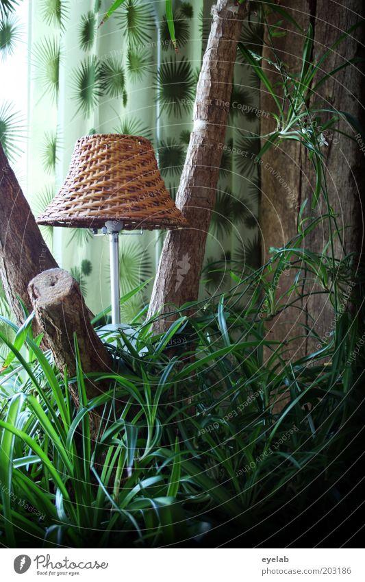 Ein Lämplein steht im Walde... Baum grün Pflanze Lampe Gras Holz Wohnung Sträucher Kitsch Dekoration & Verzierung außergewöhnlich Palme Baumstamm gemütlich