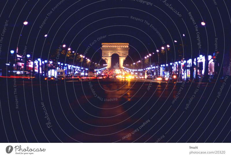 Champs Elysee PKW Verkehr Europa Paris Frankreich Arc de Triomphe