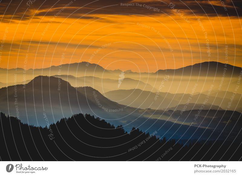 Dämmerung am Berg Sommer Landschaft Ferne Berge u. Gebirge Herbst Frühling Nebel Idylle Schönes Wetter Abenteuer Warmherzigkeit Romantik Gipfel Urelemente
