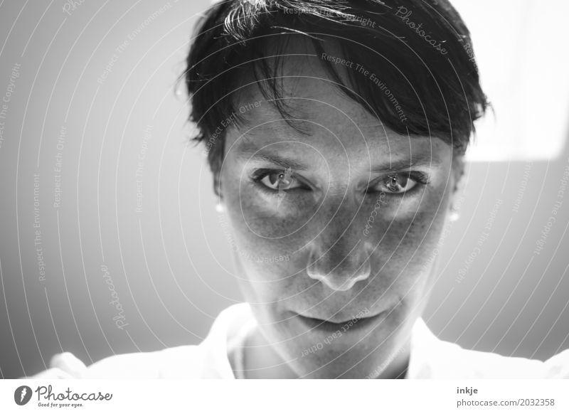 ... Mensch Frau Gesicht Erwachsene Auge Leben Gefühle Haare & Frisuren Kopf glänzend modern Kraft 45-60 Jahre Coolness schwarzhaarig selbstbewußt