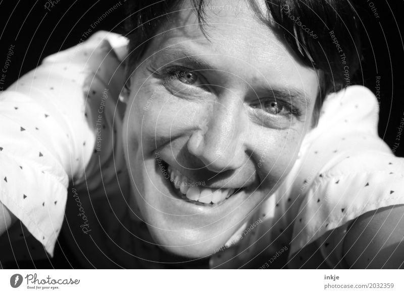 :-D Frau Erwachsene Leben Gesicht Auge 1 Mensch 30-45 Jahre 45-60 Jahre Lächeln lachen Blick Freundlichkeit Fröhlichkeit Gefühle Stimmung Freude selbstbewußt