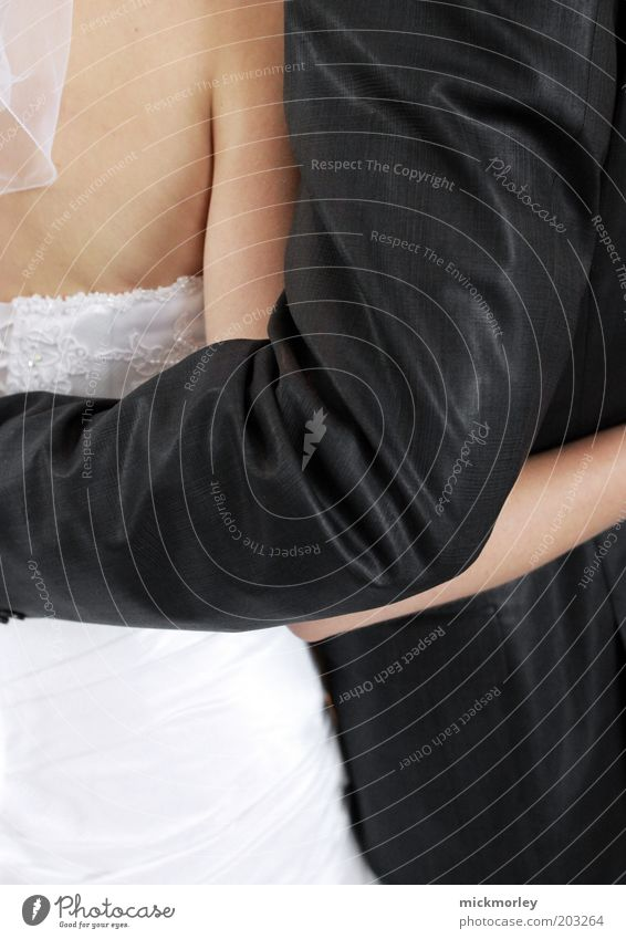 Aus zwei mach eins harmonisch Wohlgefühl Zufriedenheit Feste & Feiern Hochzeit Mensch maskulin feminin Frau Erwachsene Mann 2 Kleid Anzug Umarmen ästhetisch