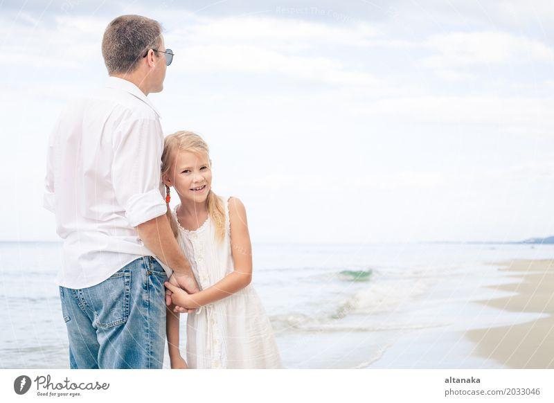 Vater und Tochter Lifestyle Freude Leben Erholung Freizeit & Hobby Spielen Ferien & Urlaub & Reisen Ausflug Abenteuer Freiheit Camping Sommer Sonne Strand Meer