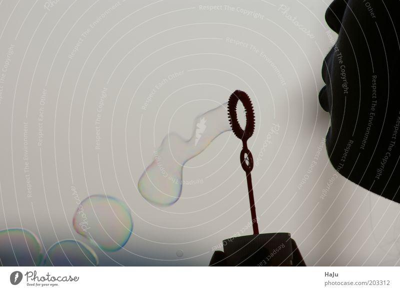 Seifenblasen pusten schön Leben Spielen träumen Kindheit Mund fliegen rund einzigartig fallen Lebensfreude Junge Frau Mensch